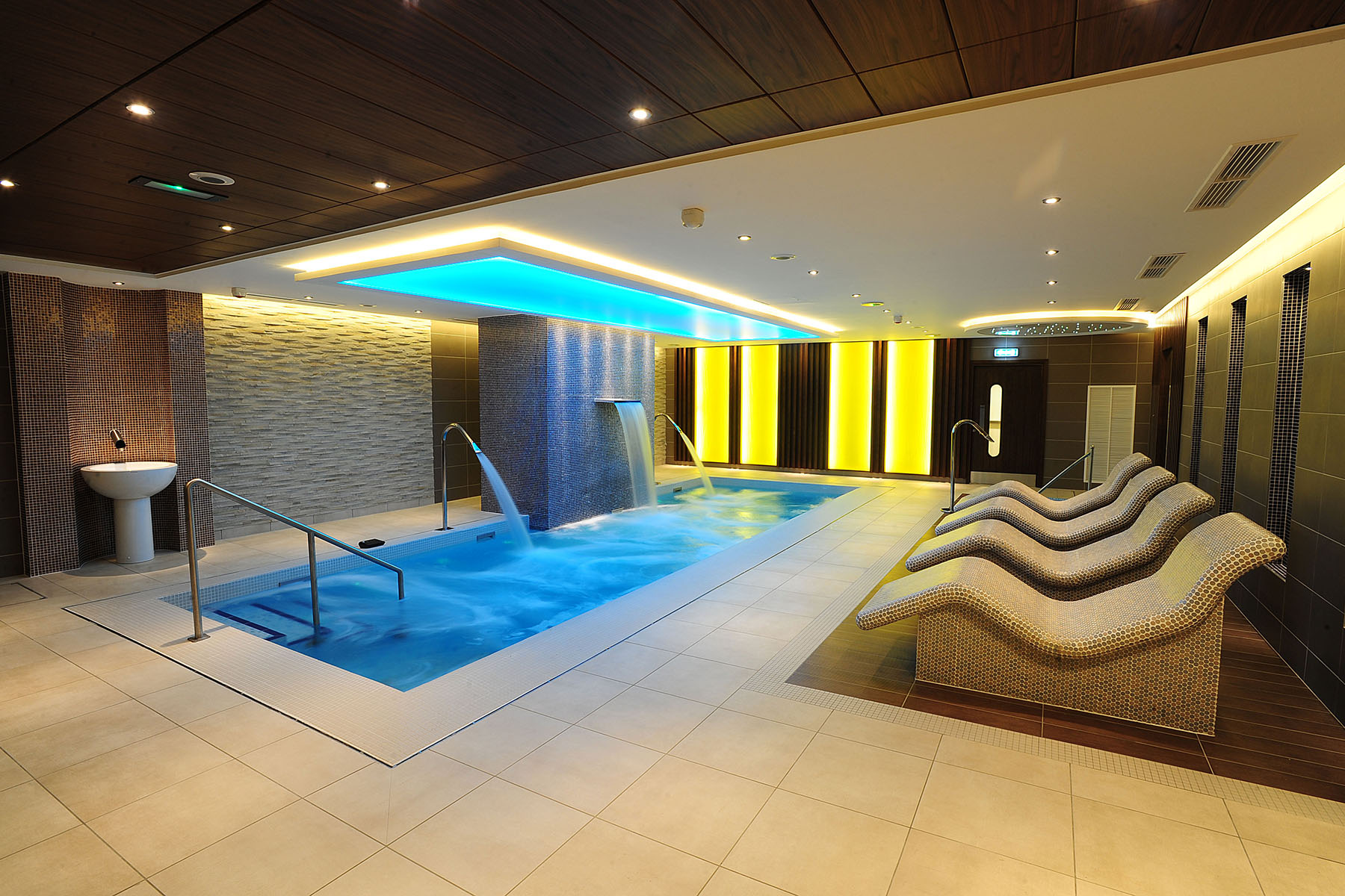 Antrim forum spa rpp architects ltd belfast architecture interiors planning - Salon architecture ...